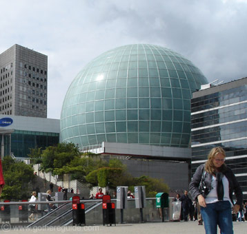La Defense sphere
