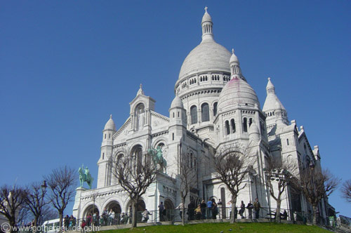Montmartre with sacre coeur in the background paris